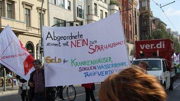 """Transparent gegen den Sparhaushalt auf der Demo """"Umfairteilen"""""""