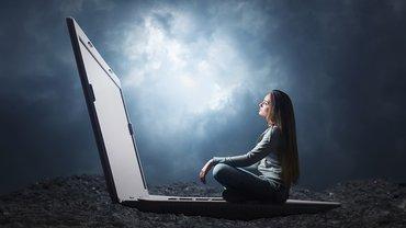 Frau Digitalisierung Herausforderung Notebook
