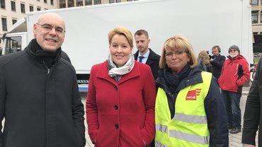 ver.di-Landesbezirksleiter Frank Wolf, stellv. Landesbezirksleiterin Andrea Kühnemann, Franziska Giffey SPD