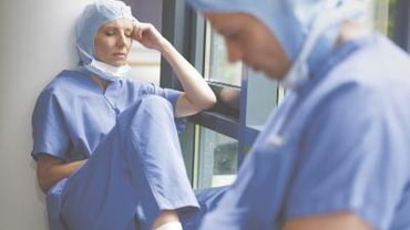 Krankenhausbeschäftigte arbeiten häufig bis zur Erschöpfung